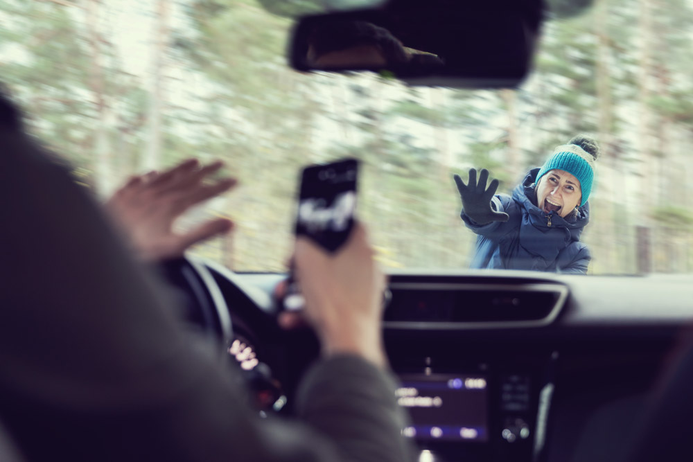 Ikke bruk mobilen når du kjører bil! Stopp heller bilen før du ringer eller sender meldinger med mobilen, eller vent til du er framme og ferdig med å kjøre.